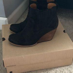 Kork Ease black wedge boots